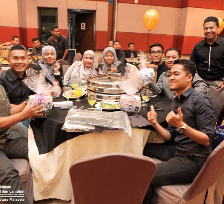 Pelajar PJJ diraikan pada Majlis Makan Malam